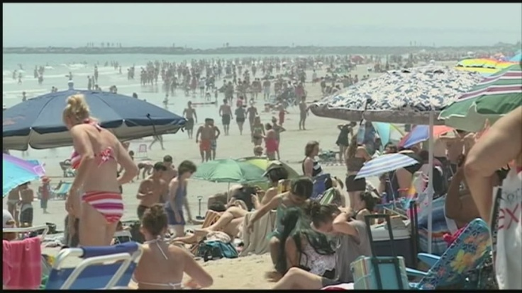 img-Busy-day-at-Hampton-Beach